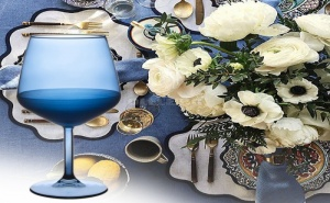 Елегантна Чаша за Вино от Синьо Стъкло