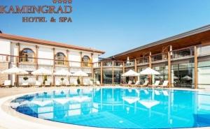 Нощувка на човек със закуска и вечеря + минерален басейн и СПА от хотел Каменград****, Панагюрище!