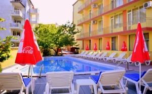 Нощувка на човек + Басейн в Хотел Риор, <em>Слънчев бряг</em>. Дете до 12Г. – Безплатно