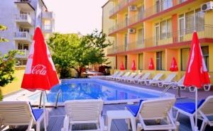Август в Слънчев Бряг! Нощувка на човек на База All Inclusive + Басейн в Хотел Риор. Дете до 12Г. – Безплатно