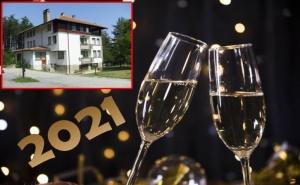 Нова Година в Трявна! 3 Нощувки на човек със Закуски + Новогодишна Вечеря от Хотел Чичо Томовата Колиба