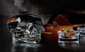 Стъклена Бутилка – Череп (1000Мл.)