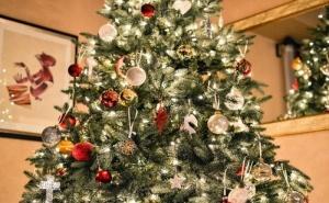 Коледен Пакет за Три Нощувки в Хотел Сана Спа - Хисаря със Закуски  и Празнична Вечеря, Вътрешен Басейн, Фитнес, Джакузи и Релакс Зона / 23.12.2020 г. - 26.12.2020 г./