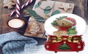 Коледно Преспапие Мече с Елхичка и Подаръци