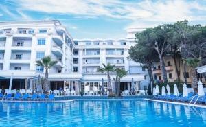 Нова Година в Албания!  Транспорт с 3 Нощувки на човек със Закуски, 2 Вечери е в Хотел Fafa Premium 4* на Брега на Адриатика от Абв Травелс