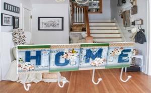 Цветна Дървена Закачалка с Метални Кукички Home