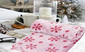 Топло и Пухкаво Розово Одеяло на Снежинки