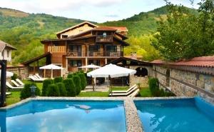 Уикенд в Рибарица! 2 нощувки на човек със закуски, обеди и вечери от Семеен хотел Къщата***