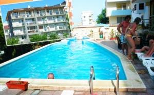 Нощувка за 2-Ма, 3-Ма или 4-Ма + Басейн в Семеен Хотел България, на 150М. от Плажа в <em>Приморско</em>