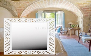 Стенно Огледало с Бяла Орнаментирана Рамка