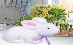 Декоративен Великденски Заек с Лилава Панделка