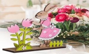 Дървена Декорация Зайче с Розова Рокля и Лалета