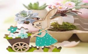 Дървено Зайче със Синя Рокля и Количка с Цветя