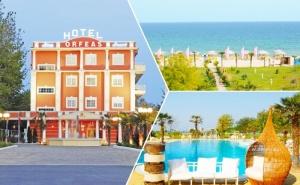 Mайски Празници до Паралия Катерини, Гърция! Транспорт + 4 Нощувки на човек със Закуски, Обеди и Вечери + Басейн, Чадър и Шезлонг на Плажа на Брега на Морето
