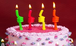 Комплект 4 Броя Цветни Спирални Свещички за Торта