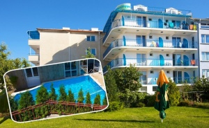 Нощувка на човек на База All Inclusive Light + Басейн, Шезлонг и Чадър на Плажа от Семеен Хотел Елвира, <em>Равда</em>!