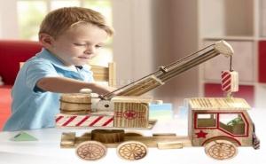 Дървена Играчка Камион с Кран