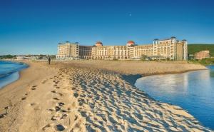 Ол  Инклузив Почивка в <em>Обзор</em>, на Метри от Плажа в Хотел Риу Хелиос Бей  /25.06.2021 г. - 30.06.2021 г. или 01.09.2021 г. - 13.09.2021 г./