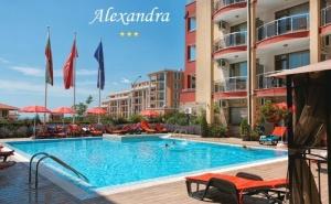 Нощувка на човек със Закуска и Вечеря + Басейн в Хотел Александра, <em>Свети Влас</em>