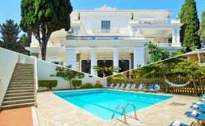 3+ Нощувки със Закуски на човек + Басейн в Хотел Popi Star, на 200 М. от Плажа Гувия, Корфу в Гърция!