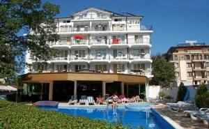 Нощувка на човек със Закуска, Обяд и Вечеря + Басейн в Хотел Лотос, <em>Китен</em>, до Плаж Атлиман