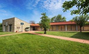 Почивка до Плевен! Наем на Луксозна Къща, до 16 Човека + Барбекю от Къща Чудна, Село Бресте, Червен Бряг