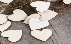 Комплект 50 броя декоративни дървени сърца 50pcs Heart Shaped Wooden Confetti