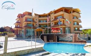3, 4 или 5 нощувки на човек със закуски + 2 процедура на ден + басейн с минерала вода в хотел Калифорния, Павел Баня